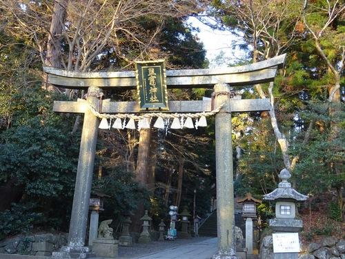 塩竈神社鳥居.jpg