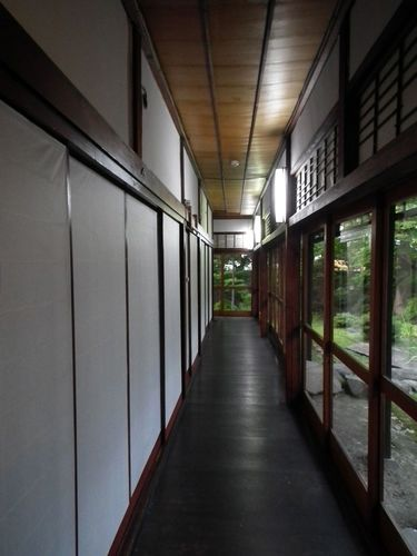 旅館の廊下.jpg