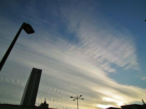 秋葉原駅上空の雲.jpg