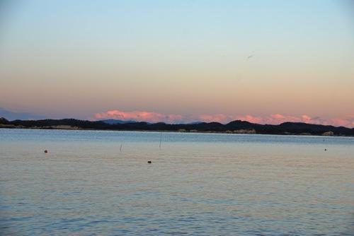赤く染まる雲と島々.jpg