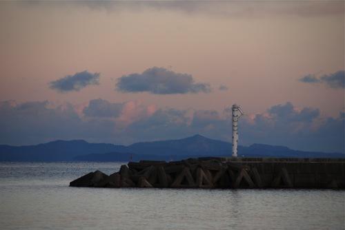 灯台と金華山.jpg